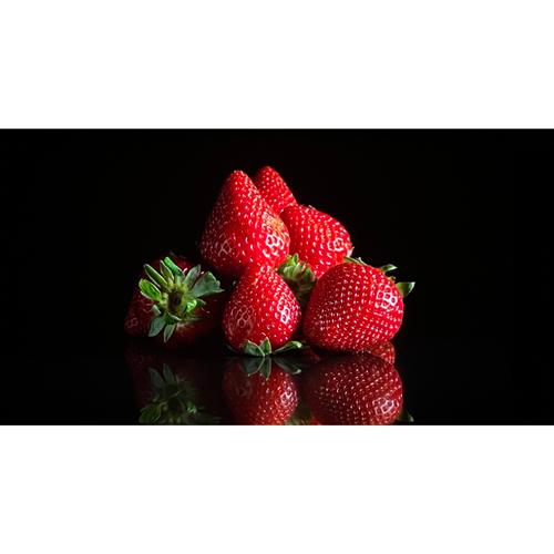 photo-fraise-fond-noir